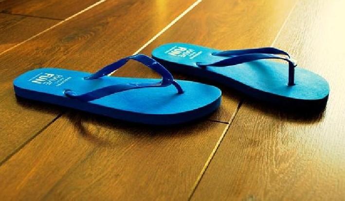 4 Manfaat Sandal Jepit Dan Sandal